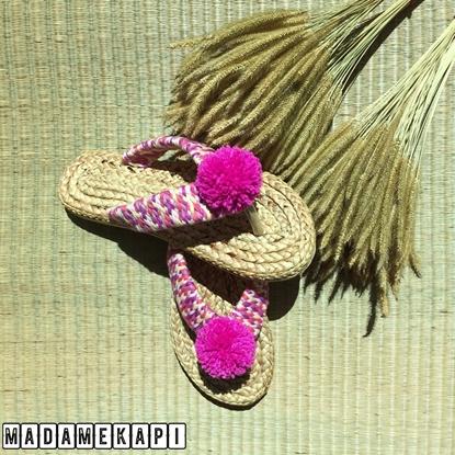 Picture of รองเท้าผักตบชวาแบบคีบ สายถักและพู่สีชมพู
