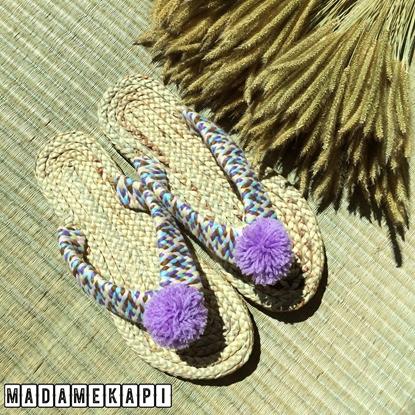 Picture of รองเท้าผักตบชวาแบบคีบ สายถักและพู่สีม่วง