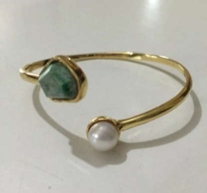 Picture of Handmade Twist pearl and stone Bangle