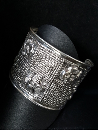 Picture of  Handmade Black Oxidided Hammered Silver Bangle - Big 4 Petal Flower