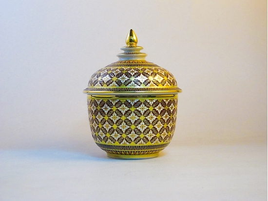 """Picture of Bowl and Cover  4"""" benjarong - Giant Phikul flower design"""