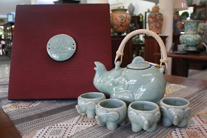 Picture of Elephant Tea Set With Silk Box
