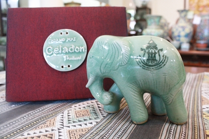 Picture of Elephant With Silk Box