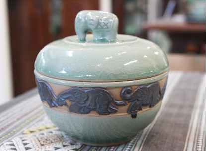 Picture of Pot With Lid Elephant On Top