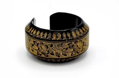 Picture of Khern flower carve bracelet