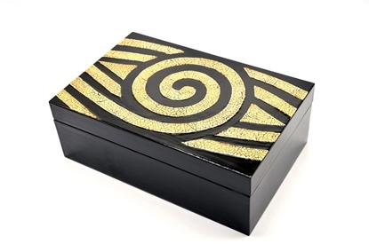 Picture of Eggshell box Thai lacquerware