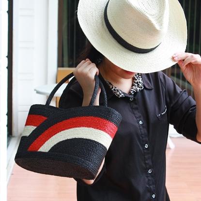 Picture of เซ็ตกระเป๋าพร้อมหมวกปานามาลายกลีบบัว ศรนารายณ์