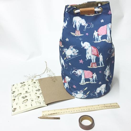 Picture of กระเป๋าเป้ลายช้างโชว์