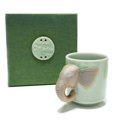 Picture of แก้วมัคสีเขียวที่จับหัวช้าง พร้อมกล่องผ้าไหม