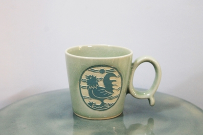 Picture of Blue cock mug celadon